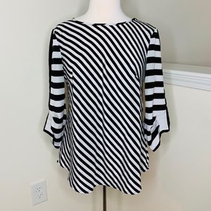 🎉5 for $25🎉 New York & Company Striped Blouse